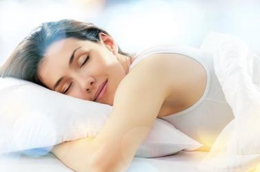 Trio gagnant pour un meilleur sommeil : yoga, étirement et auto-massage