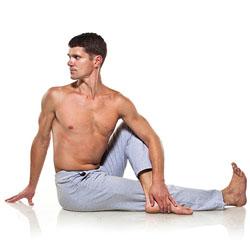 posture de la torsion pour assouplir le dos