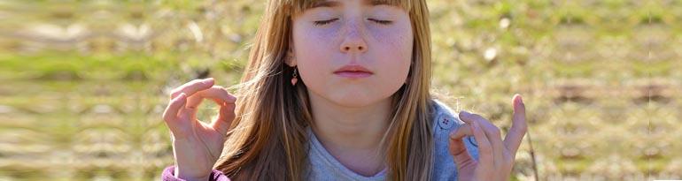 La méditation remplace la punition de l'enfant
