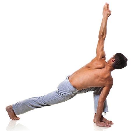 Posture de yoga homme d'équilibre en torsion