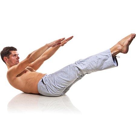 Posture de yoga homme d'équilibre et renforcement musculaire