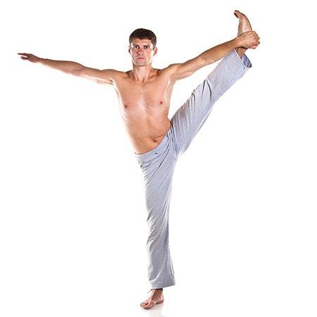Posture de yoga pour les hommes d'équilibre et souplesse
