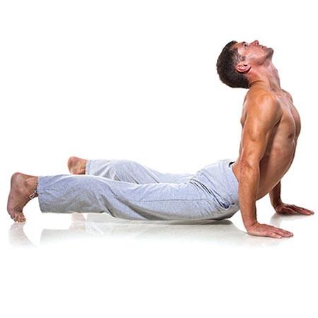 Posture de yoga homme renforcement musculaire