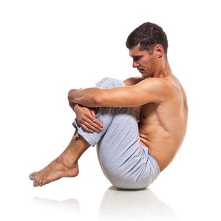 Posture de yoga pour les hommes d'équilibre