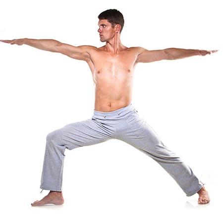 Posture yoga homme équilibre