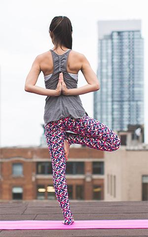 Exercice de yoga de souplesse articulaire