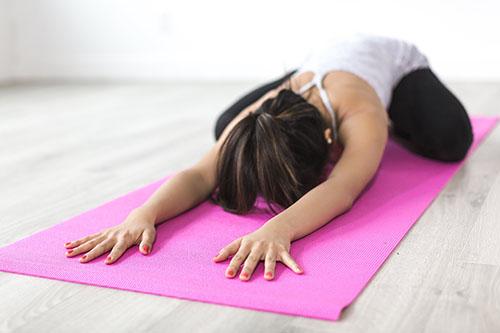 Posture de yoga pour la nuit