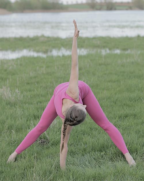 Posture de yoga pour la souplesse dorsale