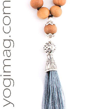 Collier de méditation avec pompon