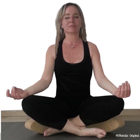 Posture brique yoga liège egg ovale assise