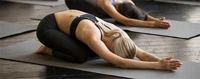 Posture de yoga souplesse relaxante
