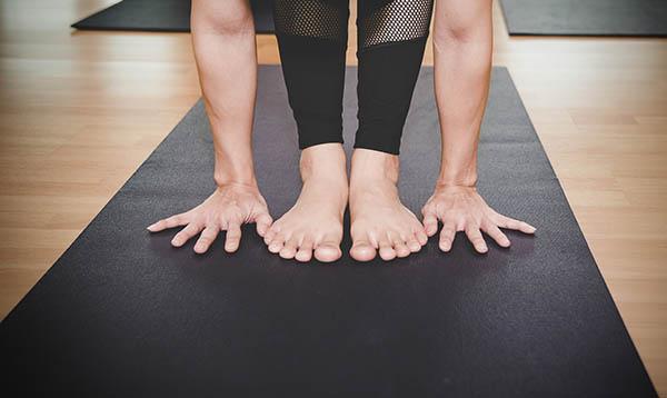 Tapis de yoga débutant Yogimag avec professeur de yoga