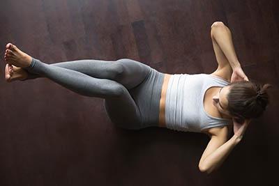 Exercice de crunch yoga