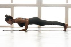 Posture de yoga style pompe pour perdre du poids