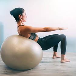 Exercice Body Fitness sur ballon swiss ball