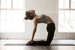 Posture de yoga le chameau