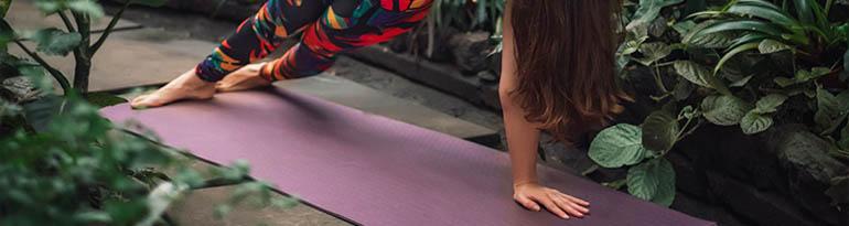 Nettoyer son tapis de yoga et accessoires en période de coronavirus