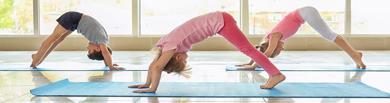 Postures de yoga pour enfant faciles à faire