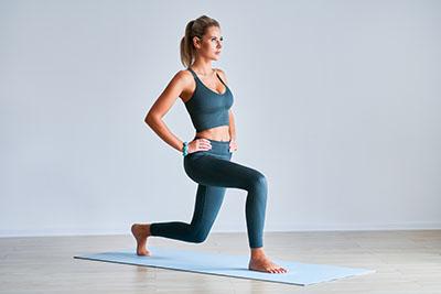 Exercice yoga perte de poids musculation jambes la fente