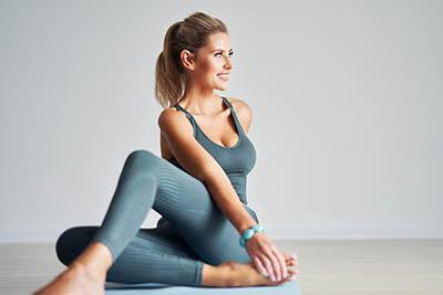 Exercice yoga minceur spécial taille fine la torsion